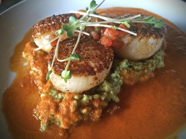 George's Bank Diver Sea Scallops Green Chile Corn Grits – Pico de Gallo – Smoked Bacon Salsa